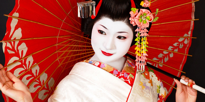Be Maiko for a Day and Stroll through Kyoto in Beautiful Kimono !