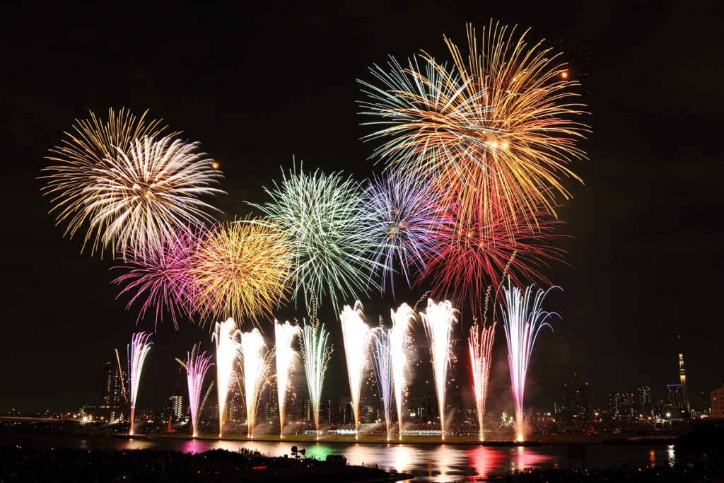 Showers of Sparkling Light along the Riverside, Adachi Firework Festival!