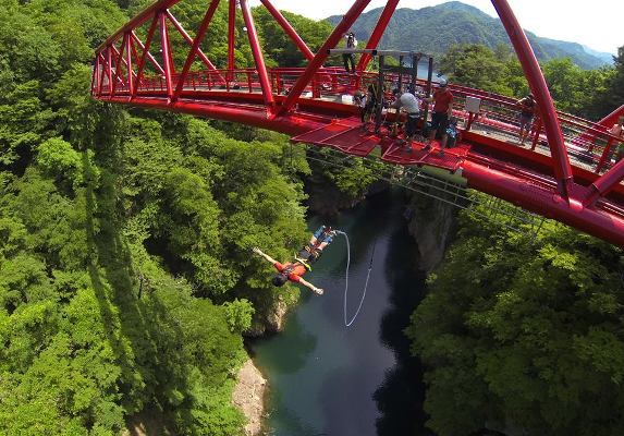 Spice up your bland life with Bungee Jumping Experience ...