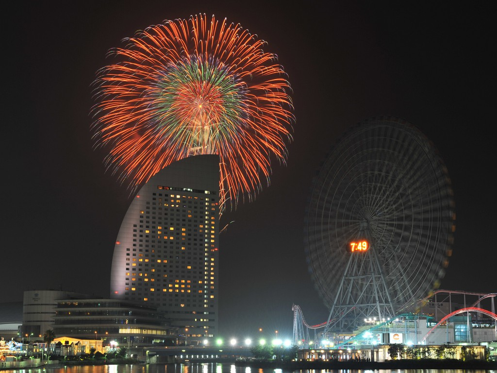 Enjoy Romantic Summer Night Watching Brilliant Firework at the Port Town in Kanagawa Shimbun Fireworks Festival