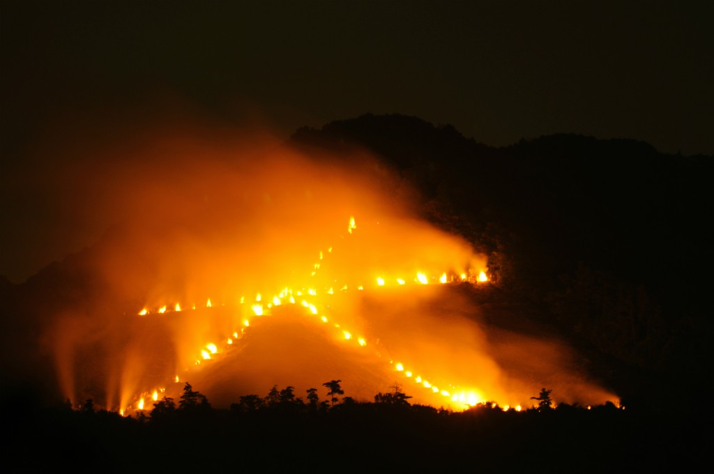 我的热情,就像一把火,燃烧了整座山头:京都 大文字火!