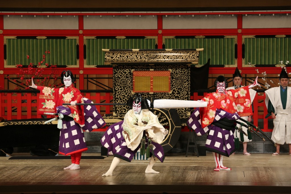 Rewind the story of the past through the gorgeous Kabuki Performance~