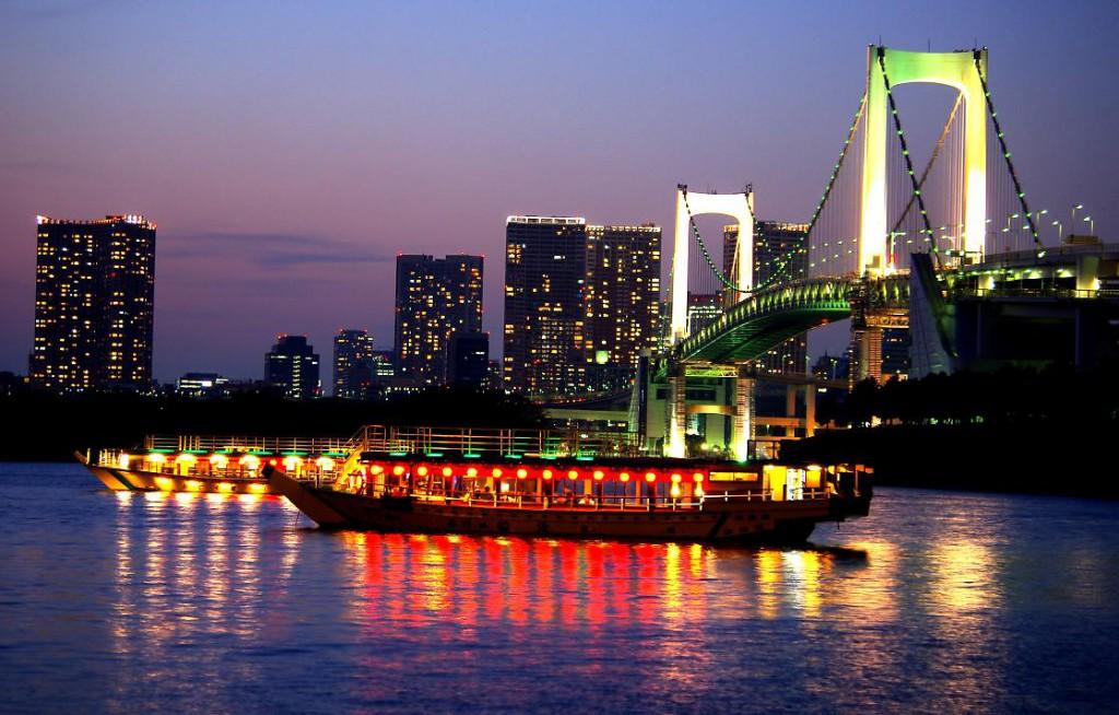 Luxurious Tokyo Sightseeing Experience? Yakatabune (Japanese Houseboat)!