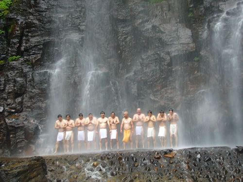 meditation under waterfall: one of the experiences you must try in a life!